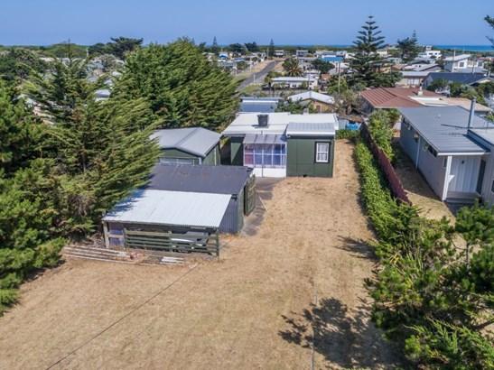 33 Himatangi Street, Himatangi Beach, Manawatu - NZL (photo 5)