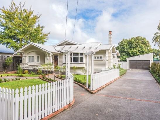 16 Selwyn Crescent, College Estate, Whanganui - NZL (photo 2)