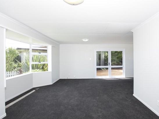32 Cumberland Place, Kelvin Grove, Palmerston North - NZL (photo 2)