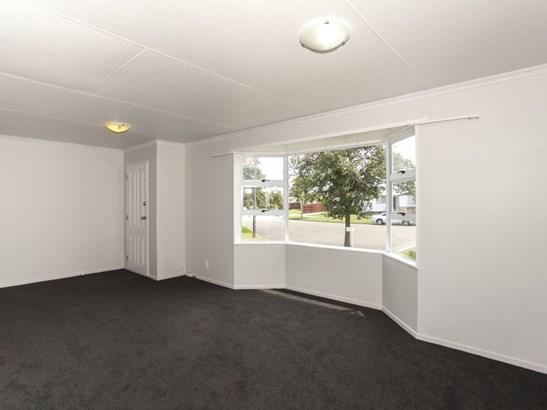 32 Cumberland Place, Kelvin Grove, Palmerston North - NZL (photo 3)