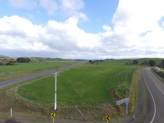 - Corner State Highway 2 And Condoit Road, Papatawa, Woodville - NZL (photo 1)