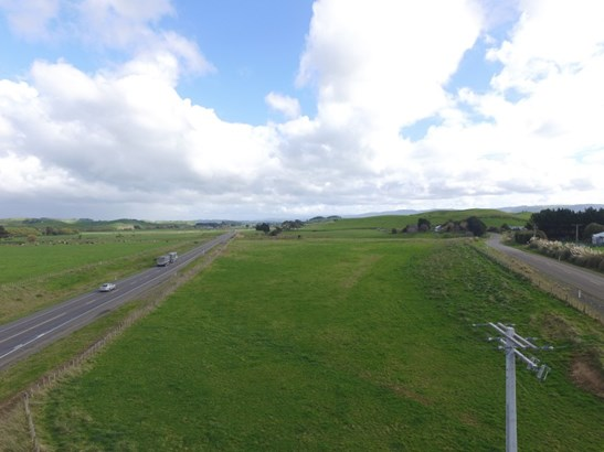 - Corner State Highway 2 And Condoit Road, Papatawa, Woodville - NZL (photo 2)