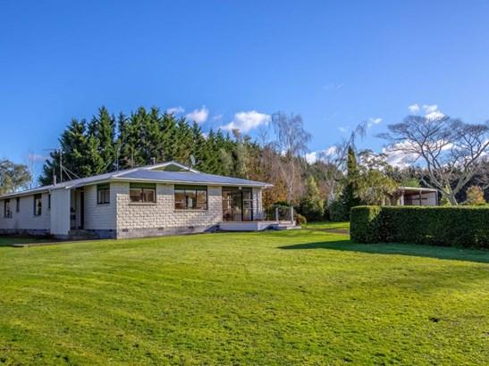 882 Chester Road, Carterton - NZL (photo 2)