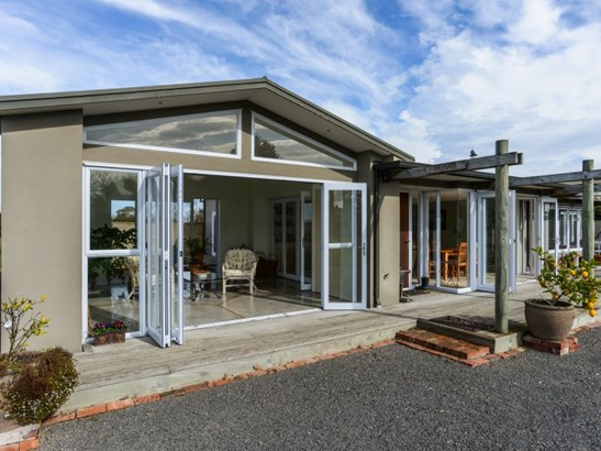 24 Goulter Street, Clive, Hastings - NZL (photo 5)