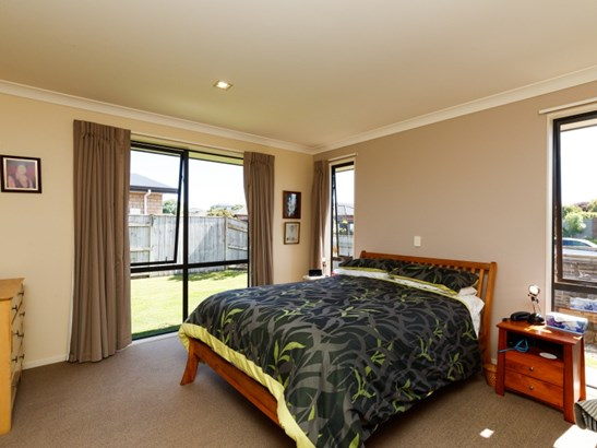 15 Masefield Terrace, Kelvin Grove, Palmerston North - NZL (photo 3)