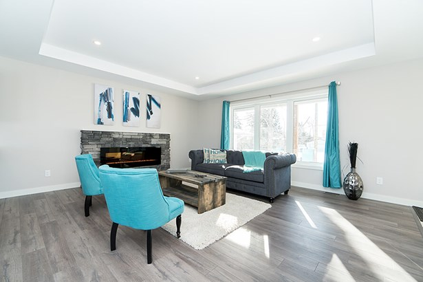 827 Knowles Avenue, Winnipeg, MB - CAN (photo 3)