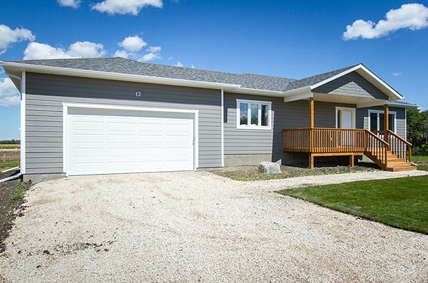 15 Sinclair Crescent, Tyndall, MB - CAN (photo 1)