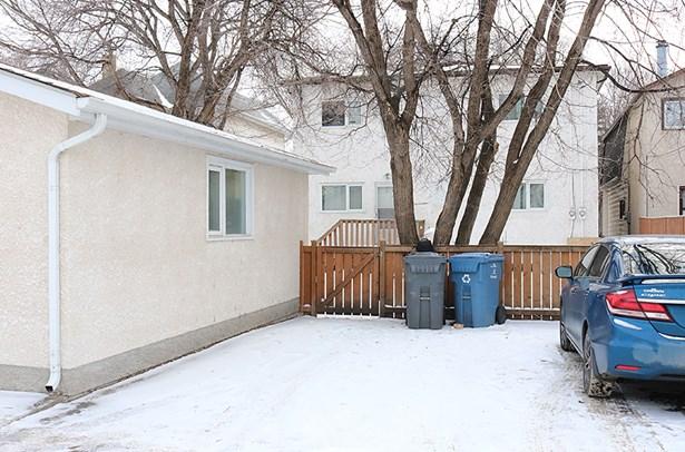 525 Jubilee Avenue, Winnipeg, MB - CAN (photo 3)