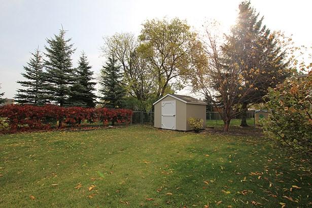 229 Wharton Boulevard, Winnipeg, MB - CAN (photo 4)