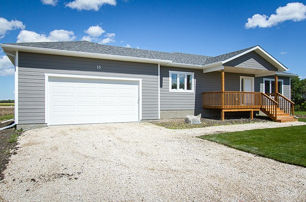 13 Sinclair Crescent, Tyndall, MB - CAN (photo 2)
