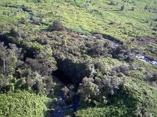 Off Waianuenue Av, Hilo, HI - USA (photo 4)