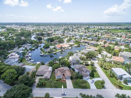 Single Family Residence, Contemporary - New Port Richey, FL (photo 2)