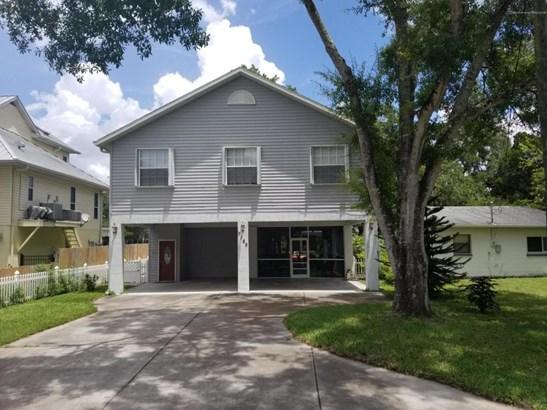 Single Family Residence, Contemporary - Weeki Wachee, FL