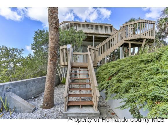 Single Family Residence, Contemporary - Weeki Wachee, FL (photo 4)