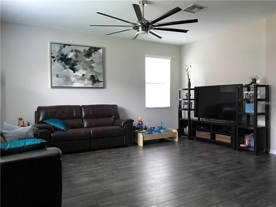 Single Family Residence, Traditional - LUTZ, FL (photo 4)