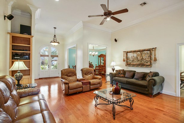 Detached Single Family, French,Traditional - Youngsville, LA (photo 3)