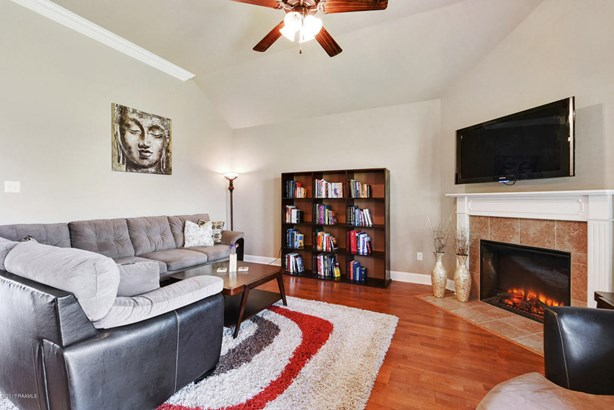 Detached Single Family, Contemporary - Youngsville, LA (photo 3)