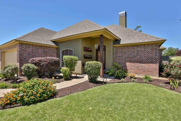 Detached Single Family, Traditional - Youngsville, LA (photo 2)