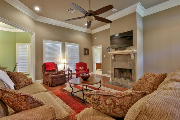Detached Single Family, Traditional - Youngsville, LA (photo 3)