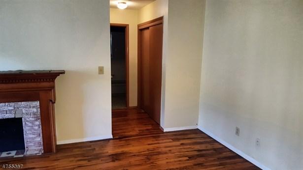 One Floor Unit, Single Family - North Plainfield Boro, NJ (photo 5)