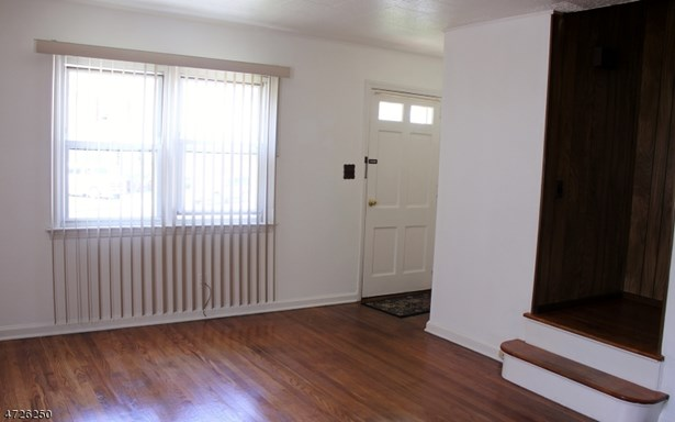 1/2 Duplex, Single Family - Linden City, NJ (photo 5)