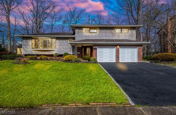Split Level, Single Family - Clark Twp., NJ