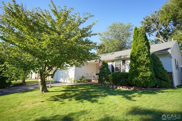 Single Family Residence, Ranch - Sayreville, NJ