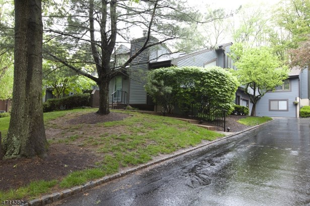 Townhouse-End Unit, Multi Floor Unit, Single Family - Bernards Twp., NJ (photo 1)