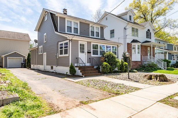 Single Family Residence, Colonial - Metuchen, NJ