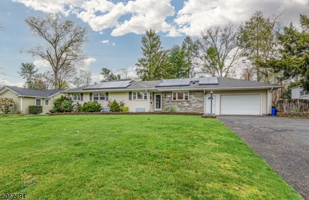 Ranch, Single Family - North Plainfield Boro, NJ