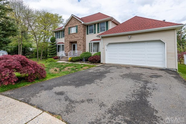 Single Family Residence, Colonial - Sayreville, NJ