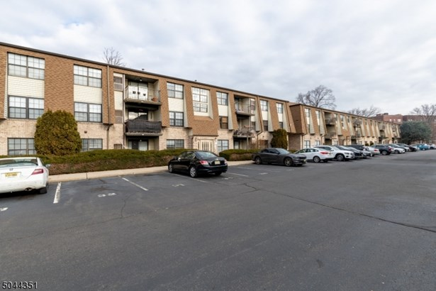 One Floor Unit, First Floor Unit, Single Family - Elizabeth City, NJ