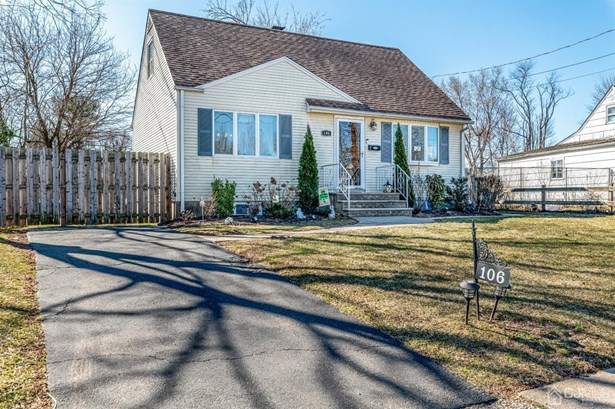 Cape Cod, Single Family Residence - South Plainfield, NJ