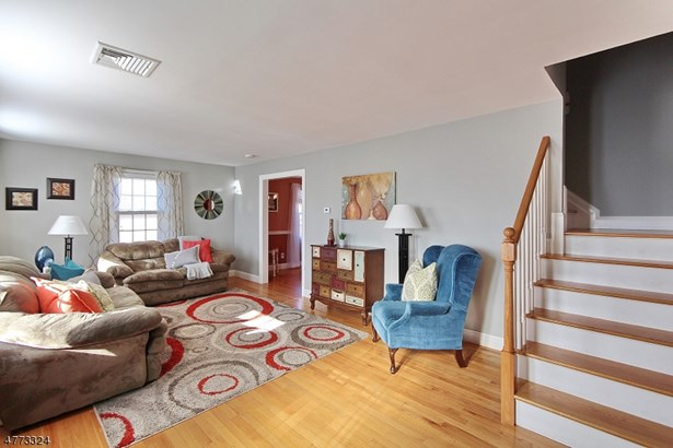 Colonial, Single Family - Clark Twp., NJ (photo 3)