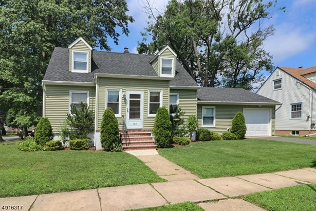 Cape Cod, Single Family - Roselle Park Boro, NJ