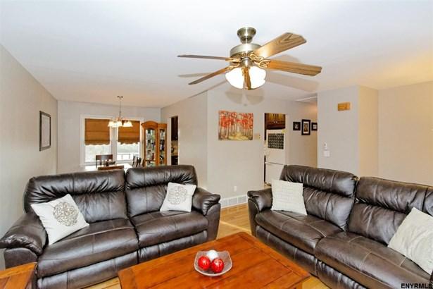 37 Bloomingdale Av, East Greenbush, NY - USA (photo 3)