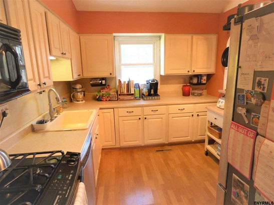 2 Garfield Pl, East Greenbush, NY - USA (photo 2)
