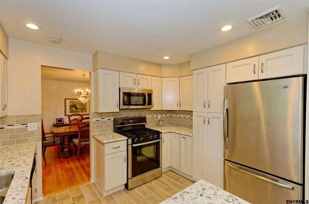 104 Latham Ridge Rd, Colonie, NY - USA (photo 4)