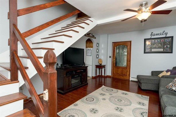 596 Meadowdale Rd, Guilderland, NY - USA (photo 3)