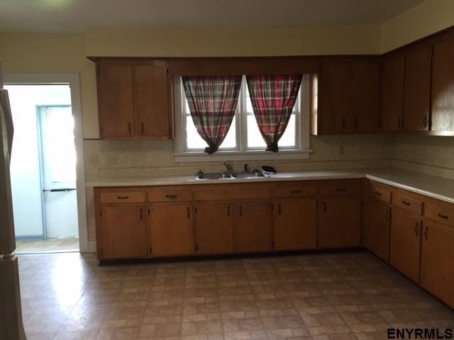 239 Boght Rd, Watervliet, NY - USA (photo 5)