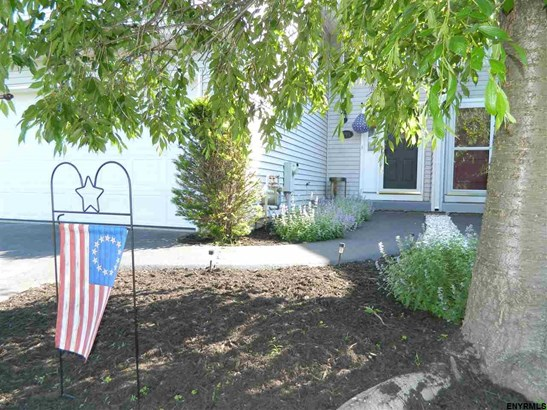 995 Sterling Ridge Dr, Rensselaer, NY - USA (photo 1)
