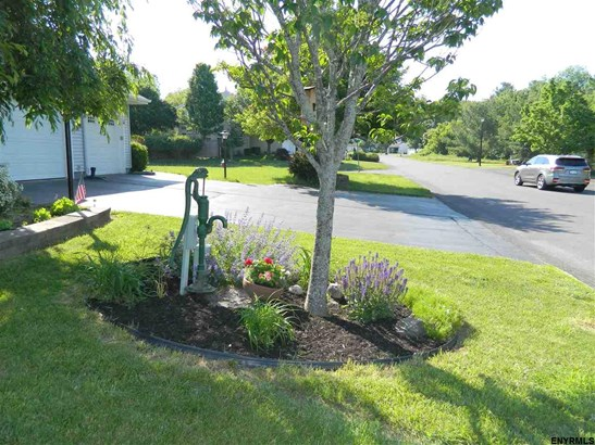 995 Sterling Ridge Dr, Rensselaer, NY - USA (photo 2)