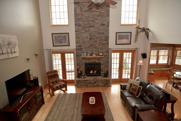 334 Colebrook Rd, Fortsville, NY - USA (photo 2)