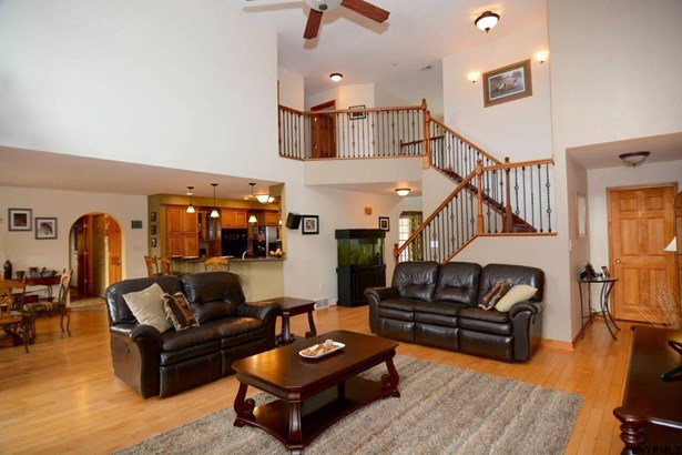 334 Colebrook Rd, Fortsville, NY - USA (photo 4)