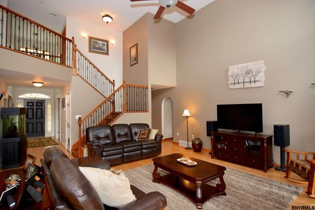 334 Colebrook Rd, Fortsville, NY - USA (photo 5)