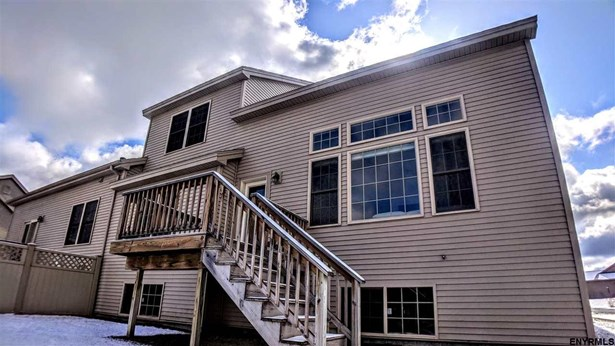 8 Crown St, Guilderland, NY - USA (photo 4)