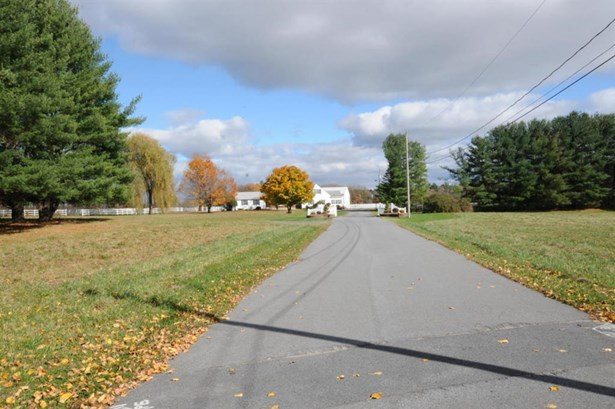32 Bayberry, Queensbury, NY - USA (photo 3)