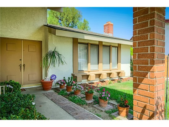Single Family Residence, Traditional - Anaheim, CA (photo 4)