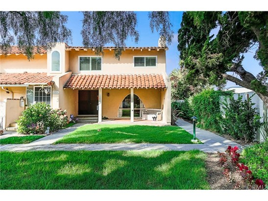Townhouse, Traditional - Fountain Valley, CA (photo 2)