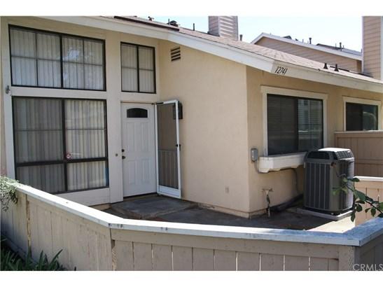 Condominium, Cape Cod - Stanton, CA (photo 2)